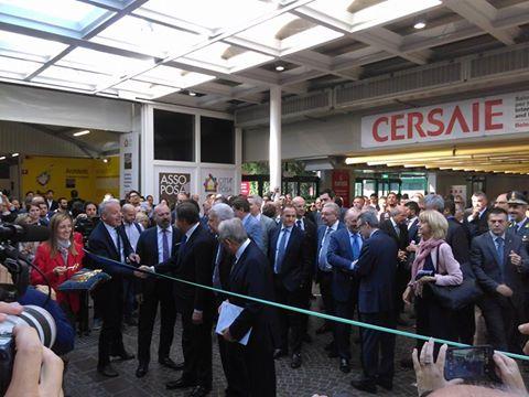 Il  Ministro Carlo Calenda accende il dibattito inaugurale di Cersaie 2016